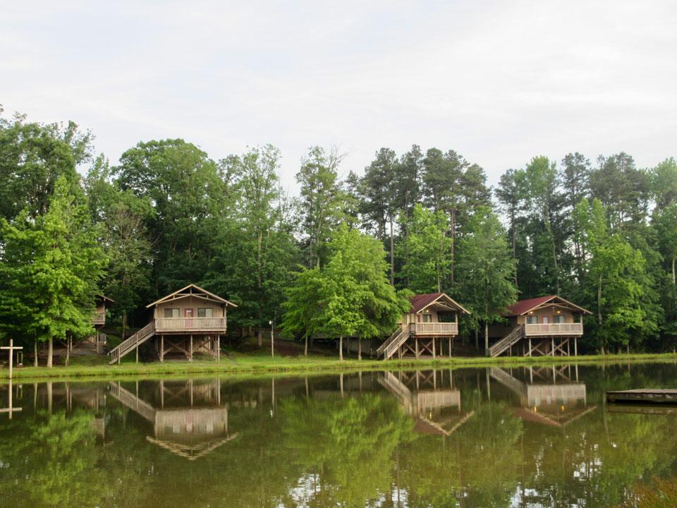 Camp Oak Hill Lakeside Cabins 3