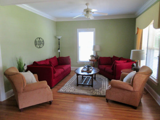 Camp Oak Hill Guest House Living Space